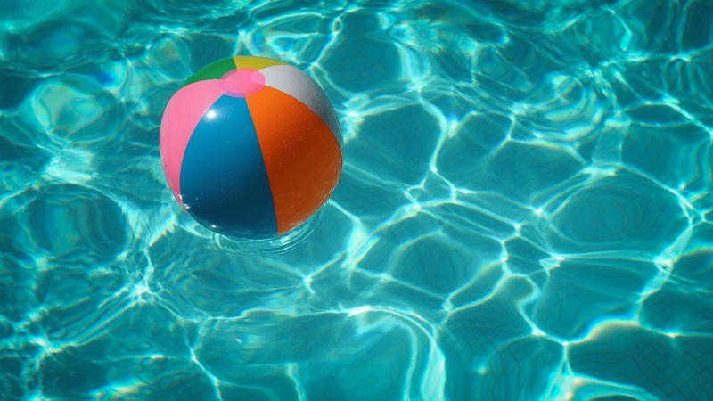 ball in pool
